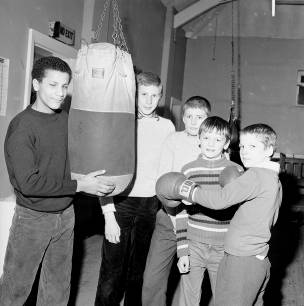 Children boxing